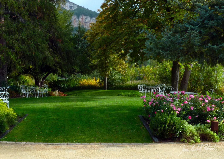 Jardin romantique à Millau - JM petiaut paysagiste - JM ...